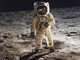 Rivivi il viaggio sulla Luna di Apollo 11