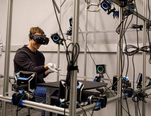Porteremo le mani nella realtà virtuale: ecco la nuova rivoluzione di Facebook